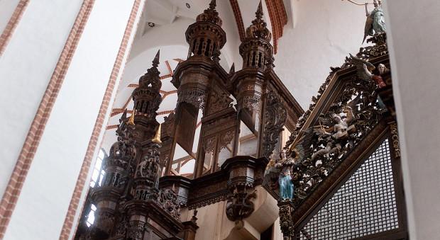 Szafa organowa czeka na piszczałki. Odtworzenia ponad 3 tys. sztuk, które nie przetrwały wojny, podejmie się organmistrz Kristian Wegscheider zDrezna.