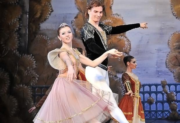 """Nasycone liryzmem, baśniowością i wspaniałą choreografią """"Jezioro łabędzie"""" jest uznawane za jeden z najlepszych baletów Czajkowskiego."""