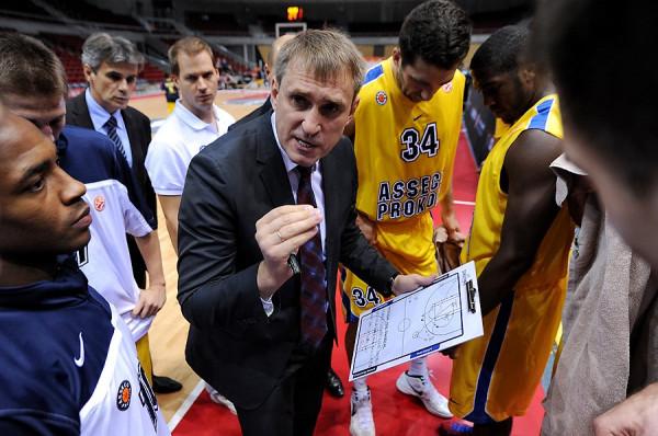 Trener Kestutis Kezmura to najbardziej utytułowana postać najbliższych koszykarskich derby Trójmiasta