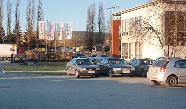 Zdaniem rzeczoznawców majątkowych, stadion w Letnicy podniósł wartość okolicznych działek. W efekcie ich użytkownicy dostali bardzo słone podwyżki stawek za użytkowanie wieczyste.