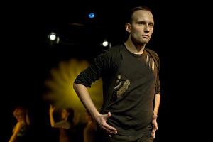 """Odkryciem spektaklu jest Dawid Kisiel, obok Magdy Wójcik najjaśniejszy punkt """"Wild Project""""."""