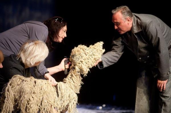 """Za Teatrem Miniatura bardzo dobry rok, spuentowany udaną premierą spektaklu """"Baltic. Pies na krze"""" (na zdjęciu)."""