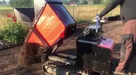 Mini wozidlo samozaładowcze - rozkładanie, taczkowanie ziemi, żwiru ..: wideo 12987